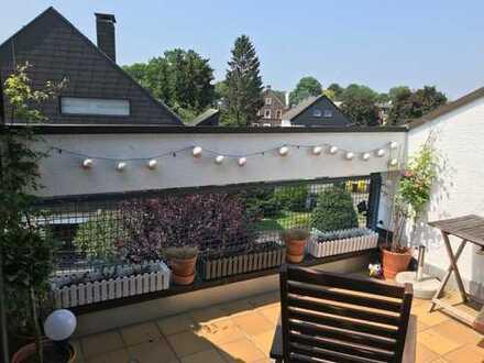 Schöne drei Zimmer Dachgeschoß- Wohnung mit Loggia in Dortmund, Brackel