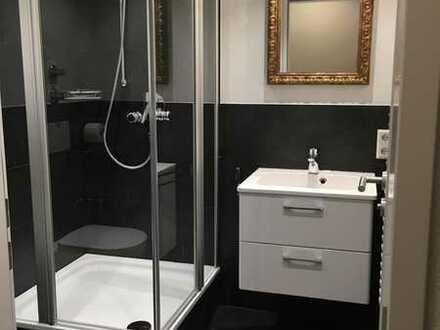 Komplett möbelierte *neuwertige/ großzügige* 2- Zimmer Wohnung in zentraler Lage in Biberach
