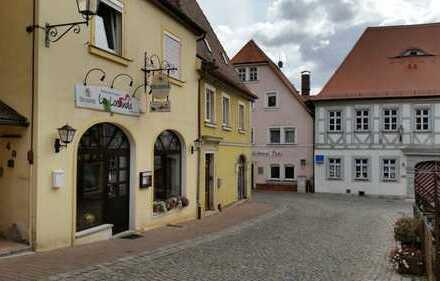 Oben Wohnen und unten Arbeiten! Historisches Altsadthaus mitten in Uffenheim