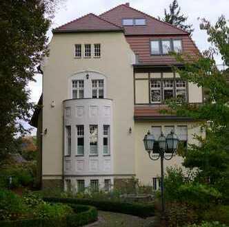 Repräsentative, sanierte Jahrhundertwendevilla mit drei Wohneinheiten