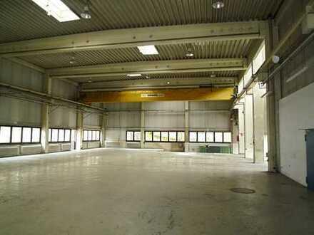Lager-/Produktionshalle mit Büro-/Sozialfläche