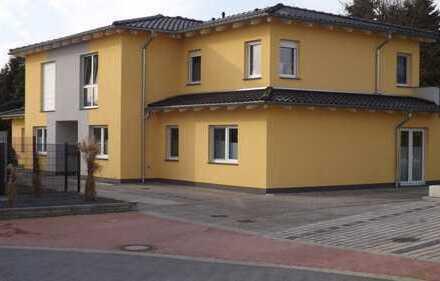 Neuwertige 4-Zimmer-Terrassenwohnung mit Balkon in Flechtorf
