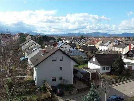 Vollständig renovierte 3-Raum-Wohnung mit Balkon und Einbauküche in Offenbach an der Queich