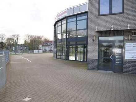 ...for-modern-living: Neuwertige Gewerbehalle, teilvermietet, mit 2 priv. Wohnungen, PROVISIONSFREI!