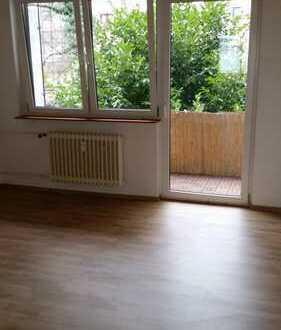 Von Privat 3-Zimmer-Wohnung mit Balkon und Einbauküche in Frankfurt am Main