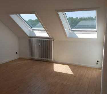 Helle und gut gelegene 2 Zimmer Dachgeschosswohnung ohne Maklergebühr