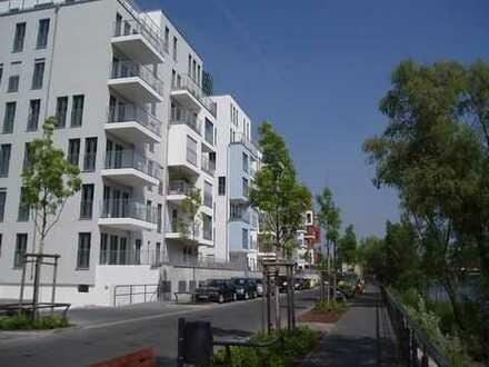 Traumlage am Frankfurter Westhafen - Moderner Wohnkomfort mit Mainblick!