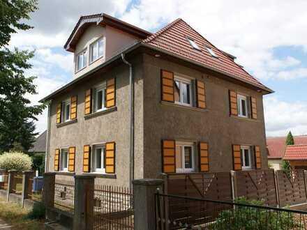 Erstbezug nach Sanierung: seniorengerechte 2-Zi-Wohnung mit Aufzug in ruhiger Ortslage !