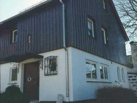 Freundliches Haus in großem Gartengrundstück möchte in gute Mieterhände gegeben werden!