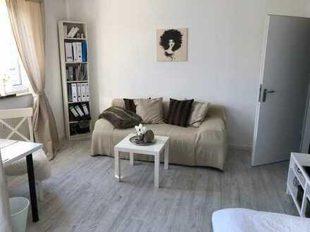 sonnige, möblierte, gepflegte 1-Zimmer-Wohnung mit Tiefgaragenstellplatz in Köln-Höhenberg