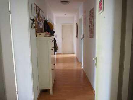 Helle, ruhige 5-Zimmer-Wohnung in gepflegtem 4-Parteien-Haus