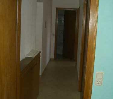 Gepflegte 4-Zimmer-Wohnung mit zwei Balkonen und Einbauküche in Wahn, Köln