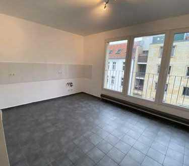 Sehr geräumig, offen und hell, 2 Toiletten, große Küche, Balkon, teils Parkett