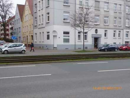 Schöne 4-Zimmer-Hochparterre-Wohnung mit Terrasse und EBK in Hannover