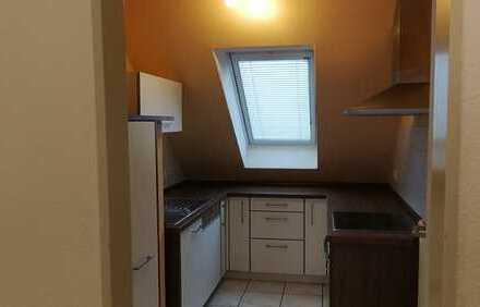 Exklusive, sanierte 2,5-Zimmer-DG-Wohnung mit Balkon und Einbauküche in Straß