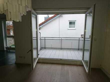 Schöne 2-1/2 Zimmer-Maisonette-Wohnung mit Balkon und Einbauküche in Göppingen/Jebenhausen