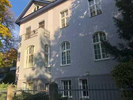 Neu saniertes DG in repräsentativer Villa