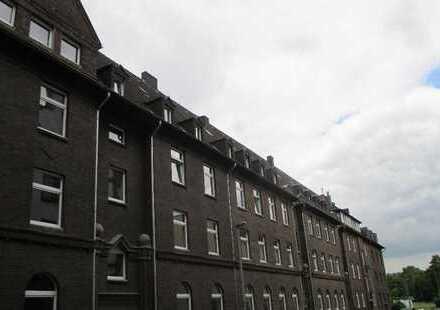 Top sanierte 3 Zimmer Wohnung mit Balkon in der Nähe des Amtsgerichts