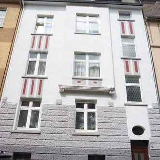 Helle und freundliche kleine Wohnung in gepfl. 5 Familienhaus- 2. Etage in ruhiger Lage!