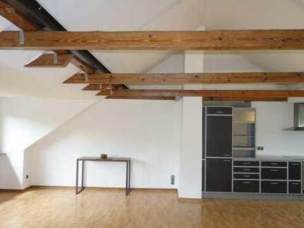 5-Zimmer-Dachgeschossausbau mit 124 qm und 2 Einzelaragen