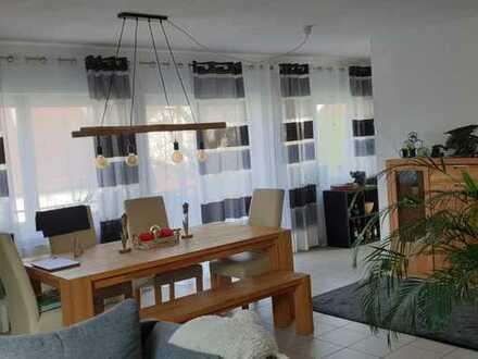 Attraktive, helle OG-Wohnung, 93 m², in einem Zweifamilienhaus in Illingen.