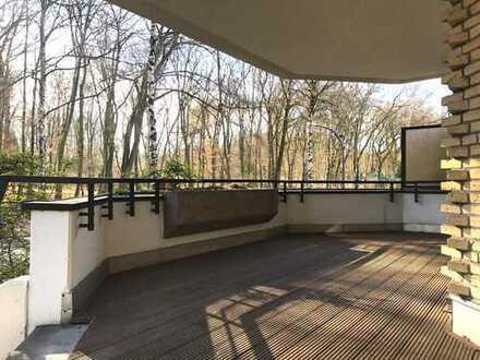 Sehr selten in *Bester Lage* am Stadtwald, 3 Terrassen, Kamin und separatem Hobby/ Wohnraum
