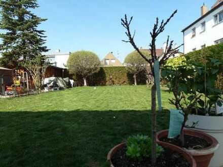 Großzügiges Einfamilienhaus mit Einliegerwohnung und traumhaftem Garten