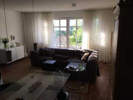 Stilvolle, geräumige und neuwertige 1-Zimmer-EG-Wohnung, Terrasse, EBK, voll möbliert, in Oberursel
