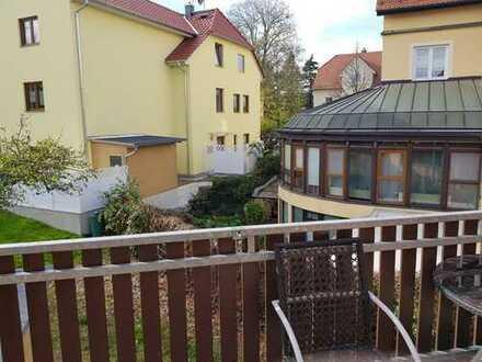 Vollständig renovierte 2-Zimmer-Wohnung mit Balkon in Moirtzburg