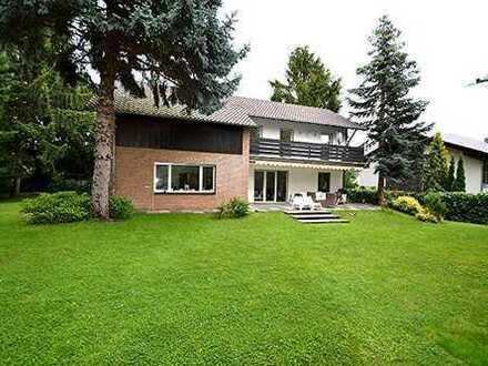 Außergewöhnliches freistehendes Einfamilienhaus 7 Zimmer, Garten, Terrasse, Balkon in Köln-Sürth.