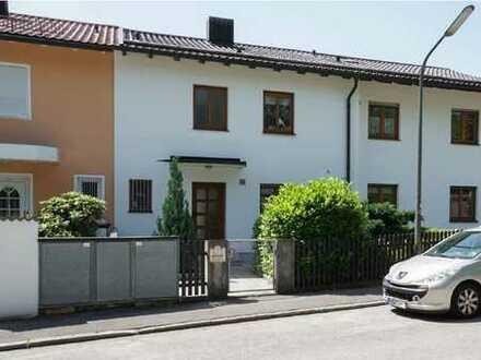 Schönes Haus mit vier Zimmern plus Hobbyraum, Terrasse und Garten in München, Bogenhausen