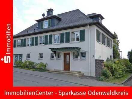 Stilvoll wohnen in sonniger Aussichtslage - Charaktervolles Wohnhaus mit Nebengebäude