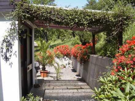 DHH mit Aussicht -4,5 Zimmer- Sauna und Hobbyraum -Garten im Grünen
