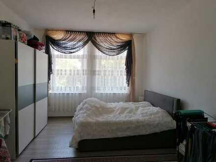 4 Zimmer Wohnung mit 4 Garagen Keller Dachboden und Garten anteil . Zu verkaufen 230000 €VB