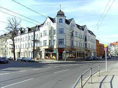 Bild_Komplett sanierte 2-Zi-Whg. nahe Schlosspark - Wohnküche - Dielen / Parkett - mod. Duschbad -