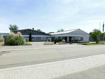 Halle / Autohaus mit freistehendem zurückliegendem Wohnhaus