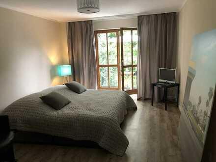 Erstbezug nach Sanierung mit Einbauküche und Balkon: stilvolle 1-Zimmer-Wohnung in Augsburg
