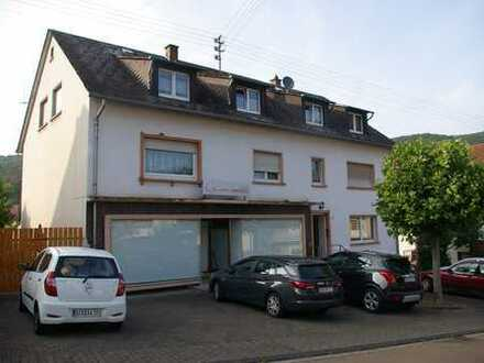 Schöne Zwei-Zimmer-Wohnung mit Einbauküche und Balkon