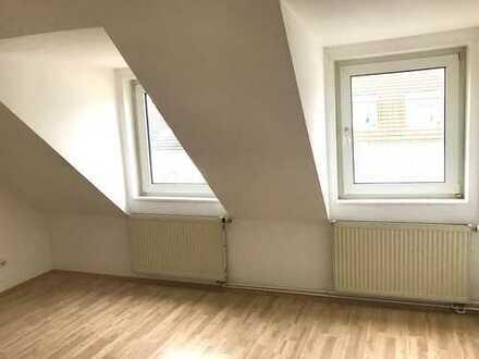 3-Zimmer-Dachgeschosswohnung mit Einbauküche in Frankfurt am Main