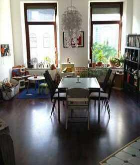 Großzügige Wohnung in zentraler und beliebter Wohnlage mit Pkw-Stellplatz