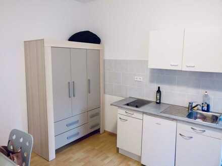 Stilvolle, vollständig renovierte 1-Zimmer-Hochparterre-Wohnung mit EBK in Metzingen