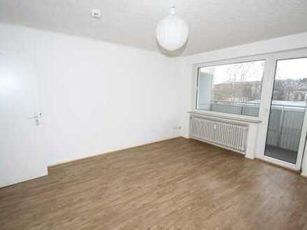 myHome-Immobilien / Supergünstige, zentrale 1-Zi.-Wohnung mit Balkon + Pantryküche + Aufzug