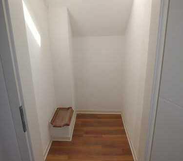 ++Schönes Zimmer in 3er WG++neu renoviert++zentrale Lage