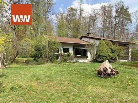 Exklusives Grundstück mit entkerntem Haus, Baugenehmigung und direkt am Waldrand zu verkaufen!