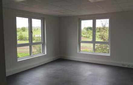 Vielseitig nutzbares Büro in Neubau ohne Provision mit grandioser Fensterfront und tollem Blick