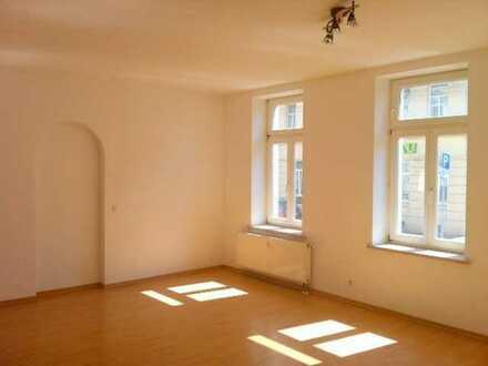 großzügig geschnittene,helle Wohnung mit Laminat und Tageslichtbad in Leipzig-Lindenau