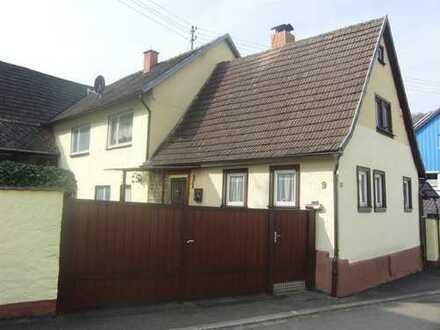 Bettingen: Wohnhaus mit Scheune und Garage