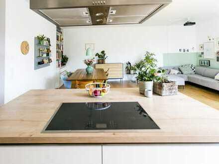 Stilvolle, geräumige und neuwertige 4-Zimmer-Wohnung mit Balkon und EBK in Alt-Treptow, Berlin
