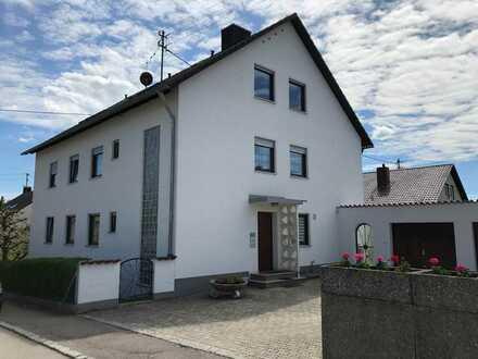 Gepflegte 5-Zimmer-DG-Wohnung mit Balkon in Diedorf