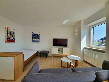 Fewo / 1-Zi.-Apartment mit Arbeitsplatz, WLAN, Balkon mit Aussicht, Tiefgarage und Aufzug